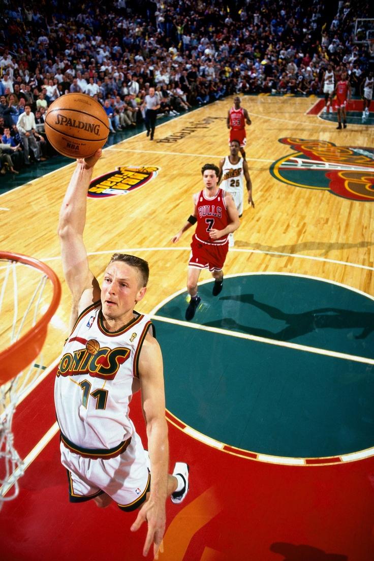 Detlef Schrempf dunks vs Chicago NBAimages