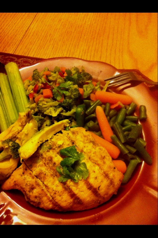Lemon herb/Lemon pepper grilled chicken with Steamed veggies (broccoli ...