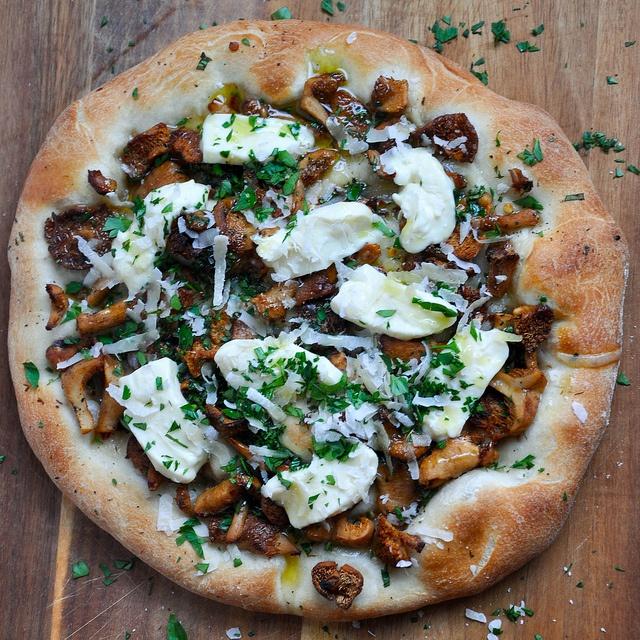 wild mushroom pizza.   delicious dining   Pinterest