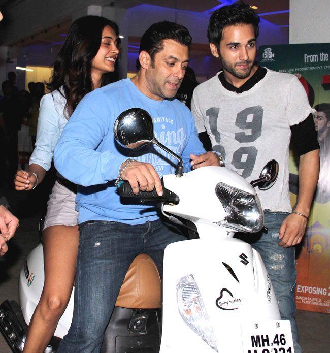 Salman Khan with Sarah Jane Dias and Pulkit Samrat at the screening of    Sarah Jane Dias And Pulkit Samrat