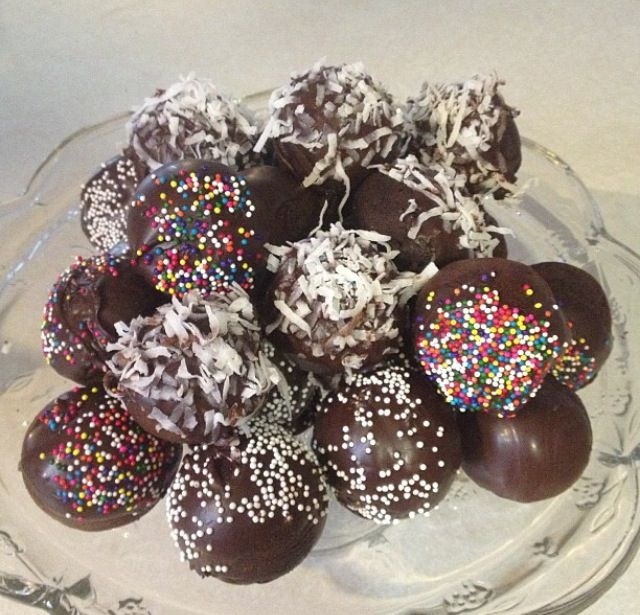 Chocolate donut holes | I should really spend more time in the kitche ...