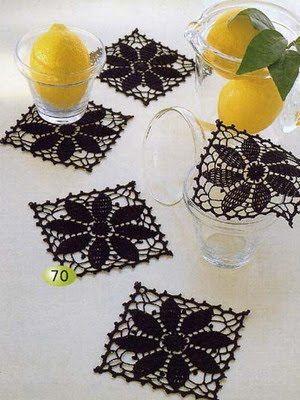 Una locura de ideas: Posavasos de ganchillo cuadrados, con dibujo de flor.