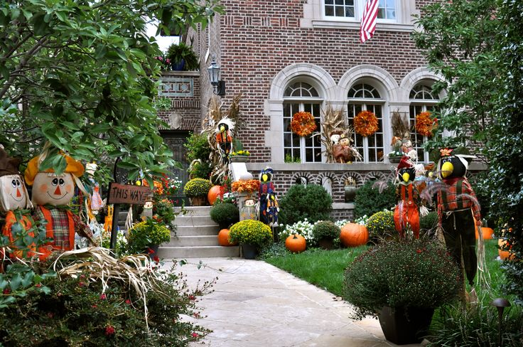 Fall yard decorations my home pinterest for Pictures of fall decorations for the yard