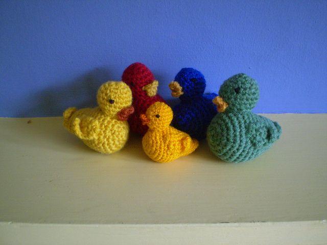 Crochet ducks. Free pattern.