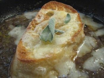 English Onion Soup with Sage and Cheddar. Yum yum yum.