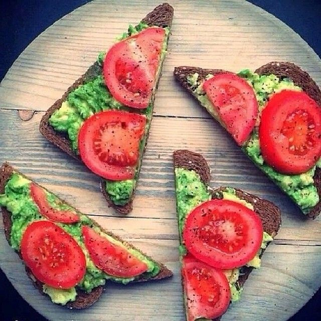 Healthy toast with avocado and tomato! | Things i like. | Pinterest