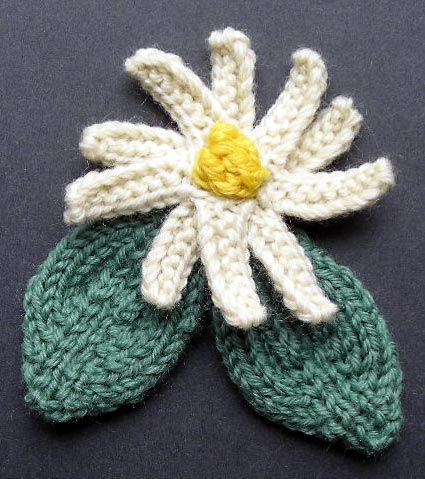 Free crochet flower patterns Daisy 810 Corsage
