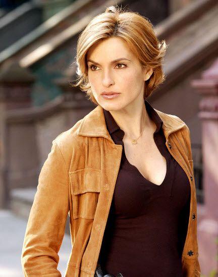 Mariska-Hargitay-short-blonde-layered-hairstyle.jpg (432×549)