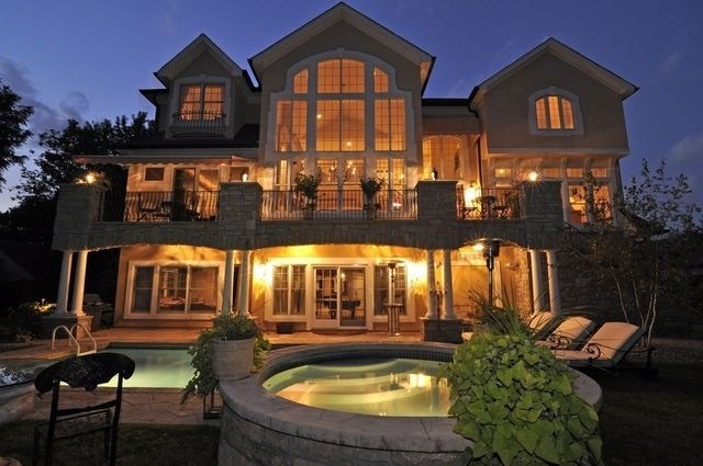 Fancy home with a hot tub and pool a girl can dream for Fancy home design