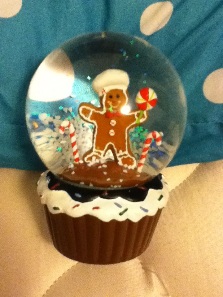 Christmas gingerbread man snow globe | snow globes & shot glasses | P ...