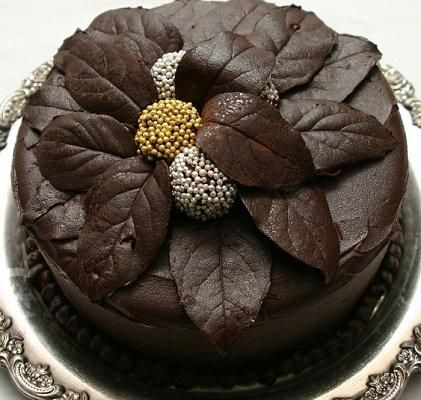Cake Decorating Chocolate Leaves : Chocolate leaves and truffles !!! Cakes and cupcakes ...