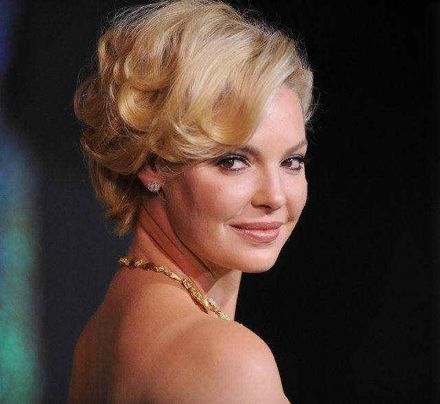 Katherine Heigl's red carpet look is great #holiday hair inspiration.