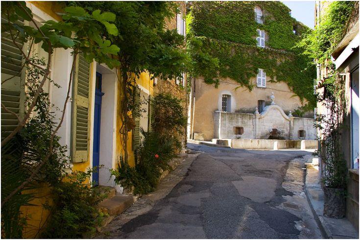 Pretty Provence > Place de Fountain
