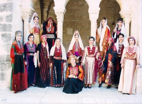 5dc13d0c71aa89d5f33dfe0658e5c718 - Traditional Clothes Around The World