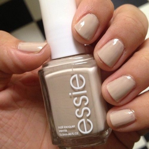 Nude nails for my interview. Essies Sand Tropez. #exbeautyblogger #essie #manicure