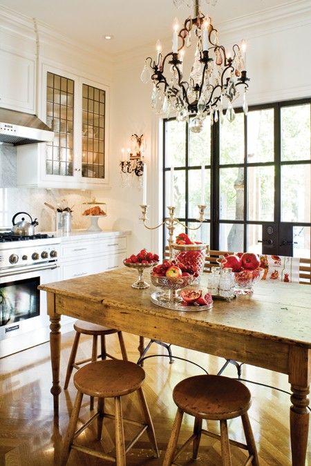 farmhouse island/table & chandelier