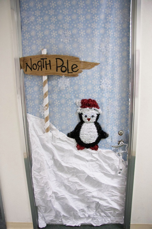 Christmas Decorating Ideas For Office Door : Christmas office door contest