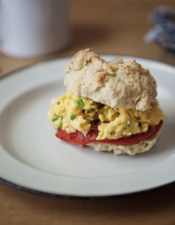 Roasted Tomato and Chive Scrambled Egg Breakfast Sandwich | Free ...