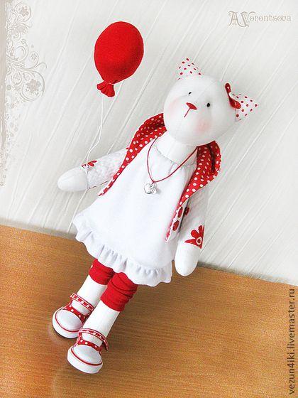 """Куклы Тильды ручной работы.  Ярмарка Мастеров - ручная работа Кошка """"Приподнятое настроение"""".  Ручная работа."""