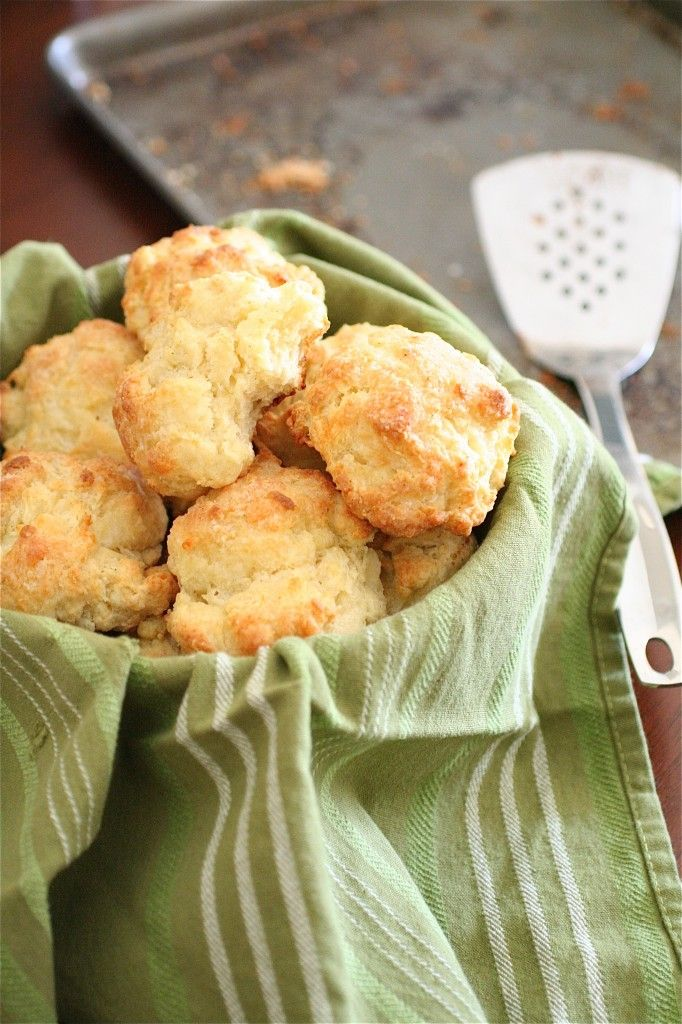 White Cheddar Garlic Biscuits | Recipes to Try - Breads | Pinterest