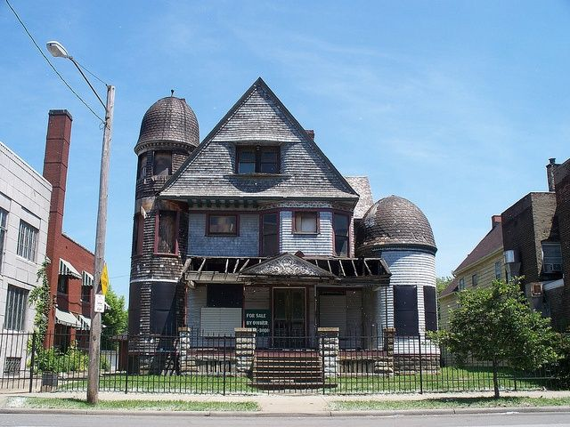 Old house with towers in cleveland ohio derelict for Building a home in ohio