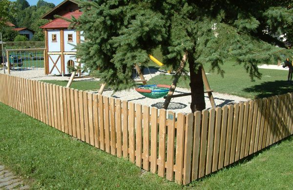 Short garden fences samples and ideas for Short garden fence designs