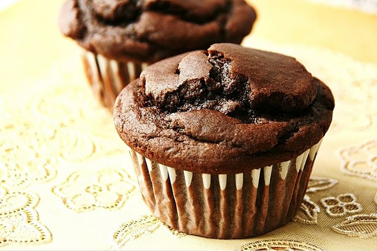 chocolate peanut butter muffins - http://www.theknead4speed.com/2011 ...