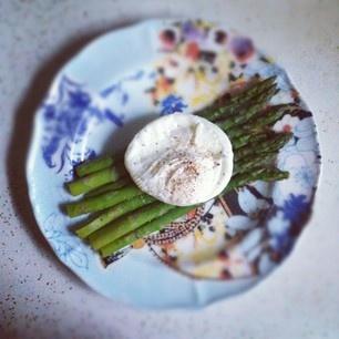 Steamed asparagus // poached egg | Bites | Pinterest
