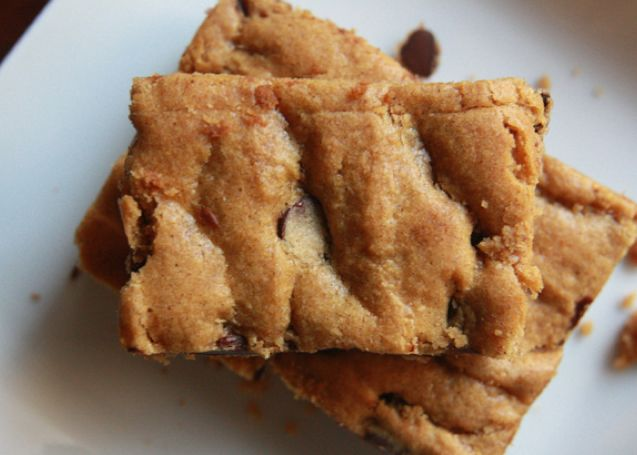 Possible Thanksgiving Dessert - Gooey Pumpkin Chocolate Chip Squares ...