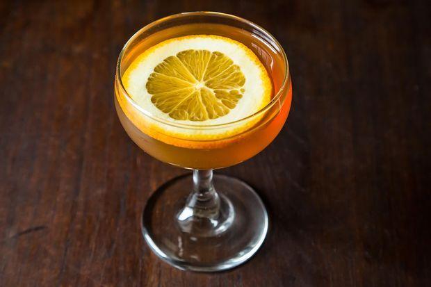 Champagne alternative: Bubbly Manhattan cocktail recipe