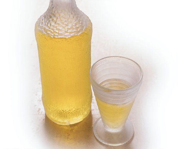Homemade Limoncello #recipe ~ fresh lemons, vodka, & simple syrup ...