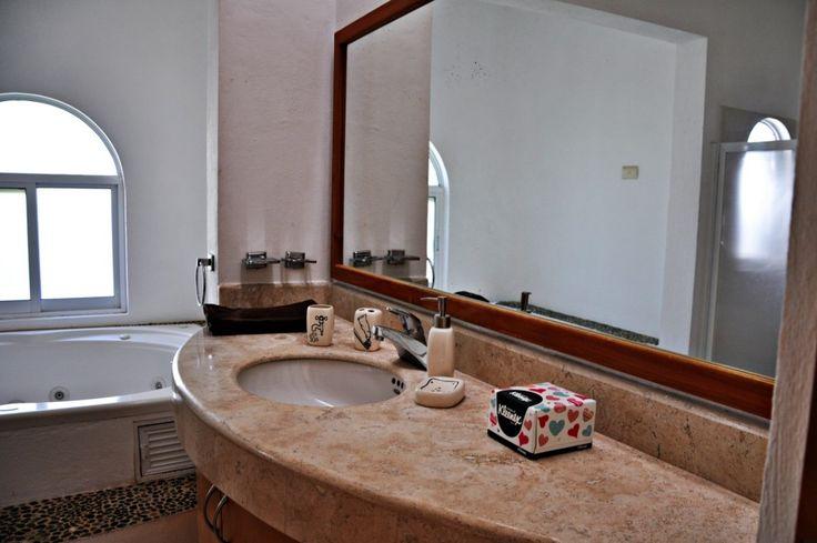 Baño Con Vista Al Jardin:Room! Habitación con grandes ventanas y terraza con vista al jardin