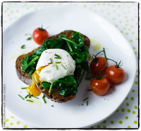 ... summer brunch - Roast tomato, spinach and poached egg bruschetta