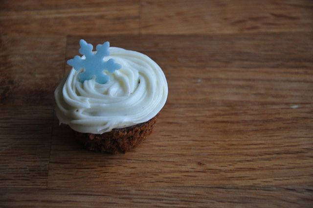 Gingerbread Cupcakes with Cinnamon Cream Cheese Frosting by ...