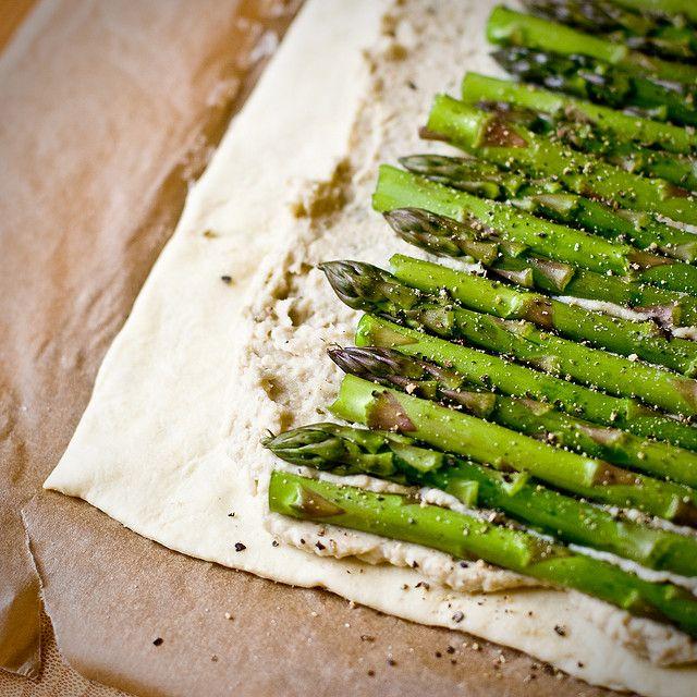 Asparagus and white bean pesto tart   Vegan   Pinterest