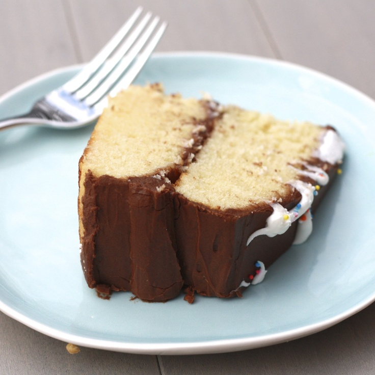 Yellow butter cake, Chocolate frosting | Cakes, Cobblers and Desserts ...