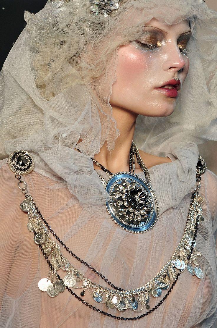 John Galliano - Paris Fall 2009 - Details