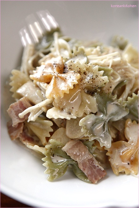 Pasta With Bacon And Mushrooms Recipe — Dishmaps