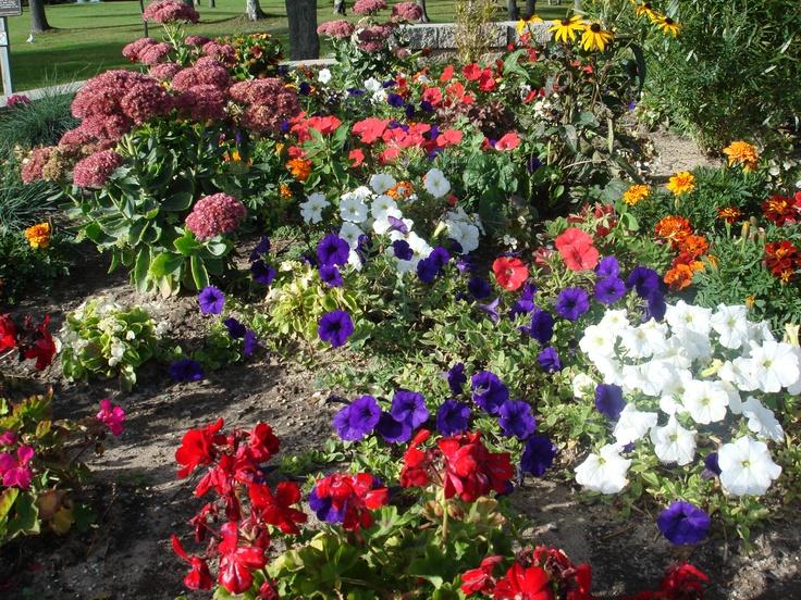 Pretty garden ideas and garden art pinterest for Pretty garden ideas
