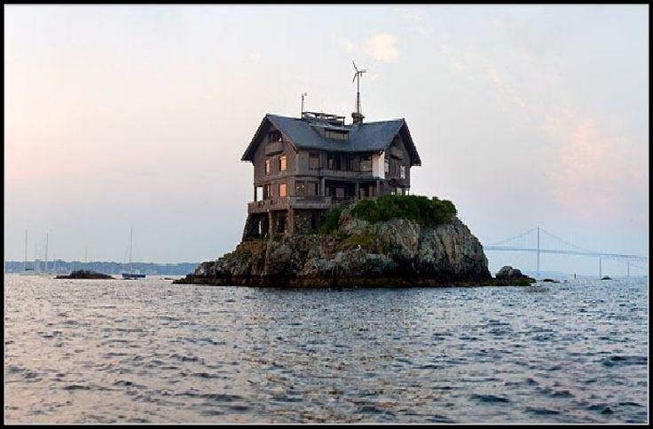 Small Island Clingstone House In Rhode Island S Narragansett Bay In Us