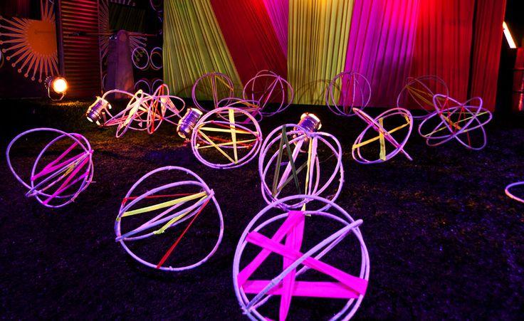 decoracao festa glow:Bambolê e tecido