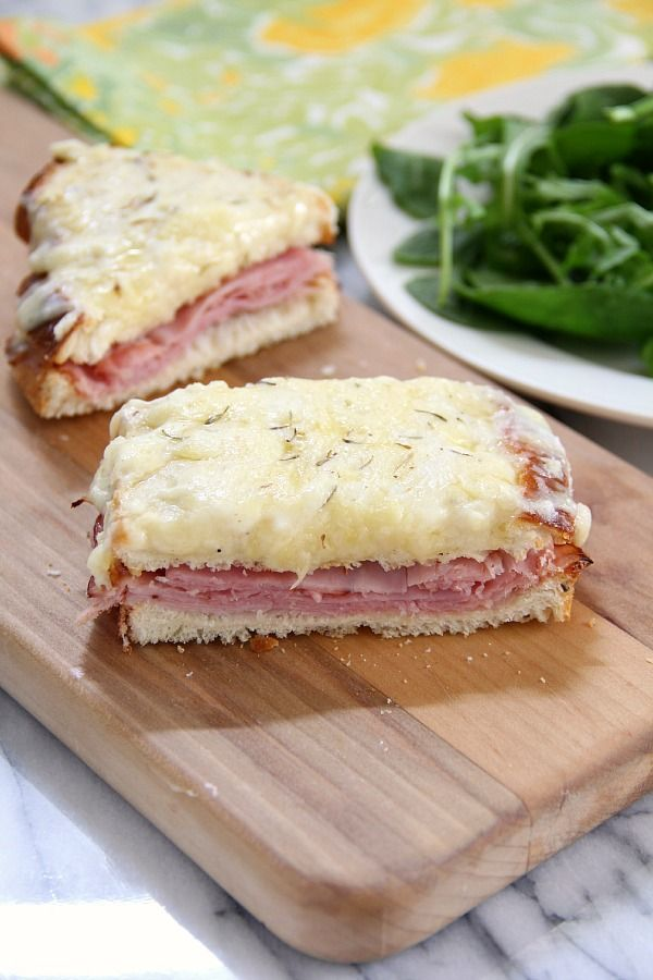 Croque-Monsieur {creamy French Grilled Cheese} #grilledcheese #cheese