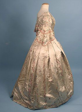Dress made with Chinese silk, ca 1840