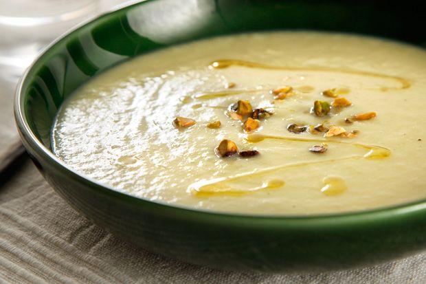 White Asparagus Soup with Pistachios | Clean eating | Pinterest
