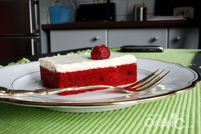 Red velvet sheet cake recipe with an interesting frosting (not cream ...