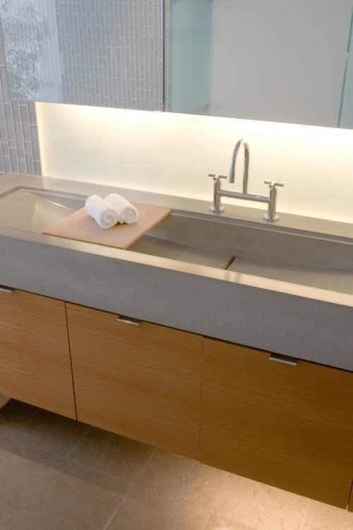 Long Trough Sink : Long trough sink. Like the little board that spans it!