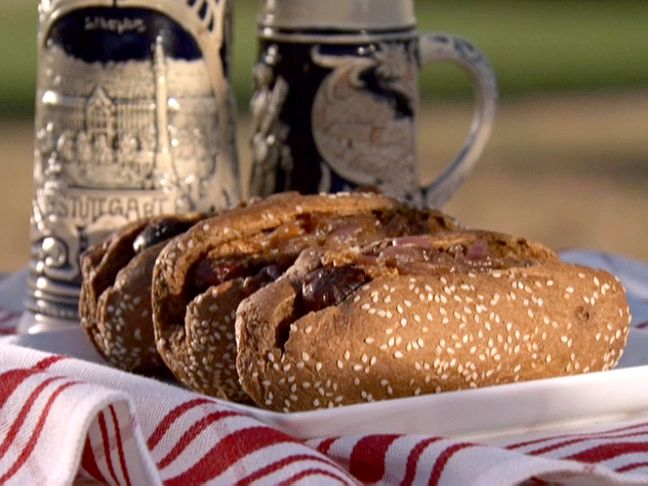 Wisconsin Beef and Cheddar Brats with Beer-Braised Onions Recipe ...