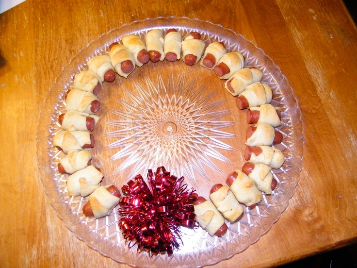 Mini Hot Dog Wreath
