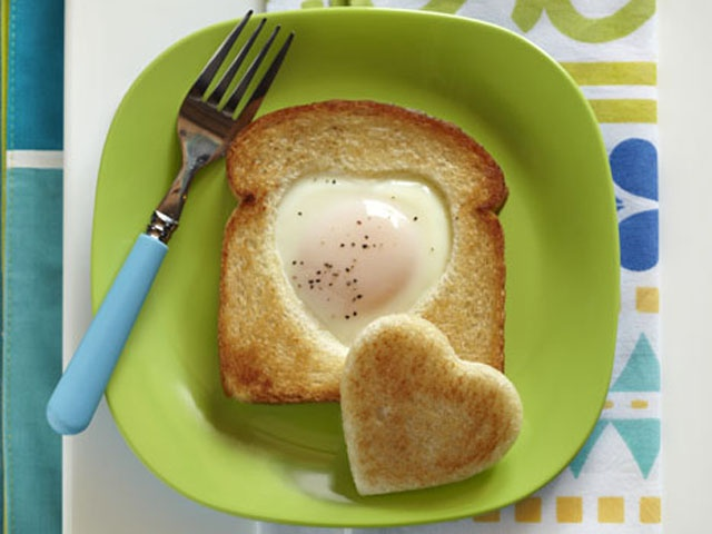 Cookie Cutter Toad-In-The-Hole egg and whole wheat bread breakfast ...