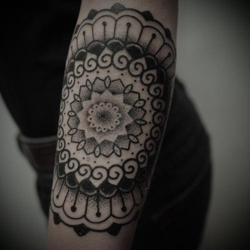 mandala arm tattoo mandalas pinterest. Black Bedroom Furniture Sets. Home Design Ideas